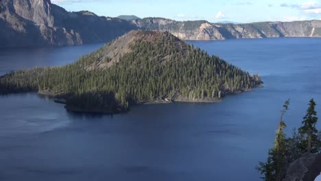 Oregon-Crater-Lake-Zooms-On-Wizard-Island