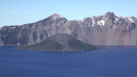Oregon-Crater-Lake-Zooms-Out-From-Distant-Wizard-Island