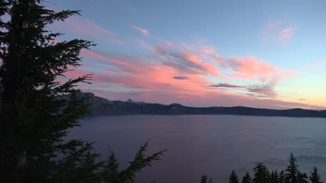 Oregon-Crater-Lake-Zooms-Toward-Far-Bank-At-Dawn