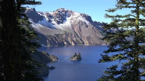 Oregon-Crater-Lake-Beautiful-Island-View