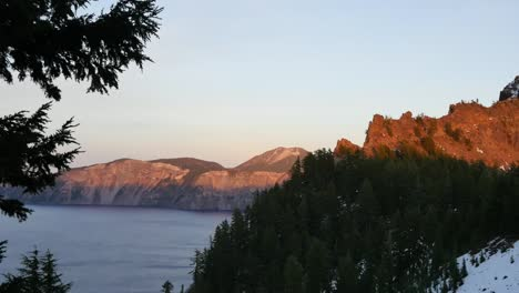 Oregon-Crater-Lake-Golden-Glow-On-Mountain-Top-Pan