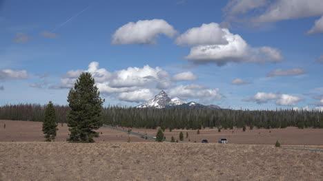 Oregon-Mt-Thielsen-With-Cars-Time-Lapse