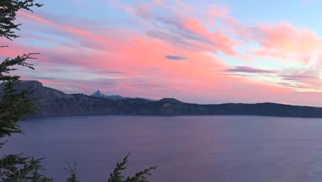 Oregon-Dawn-Over-Crater-Lake-Pan