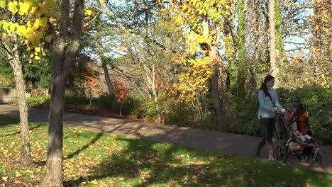 Oregon-Mother-And-Baby-On-Bike-Path