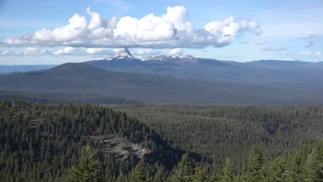 Oregon-View-With-Mount-Thielsen-Zoom-In