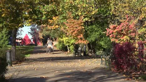 Oregon-Woman-On-A-Bike