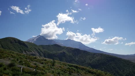 Washington-Clouds-Move-Over-Mt-St-Helens-Time-Lapse