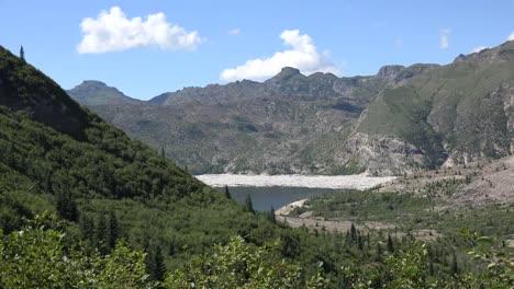 Washington-Spirit-Lake-In-Der-Ferne