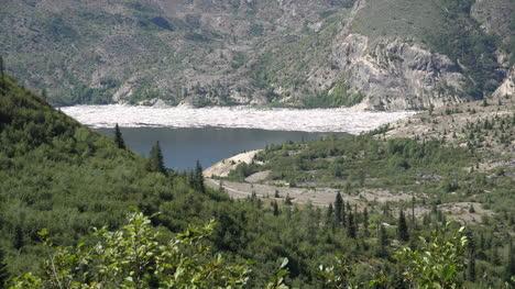 Washington-Spirit-Lake-Im-Fernen-Tal-Herauszoomen