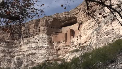 Arizona-Montezuma-Castle-Wispy-Clouds-Zoom-Out