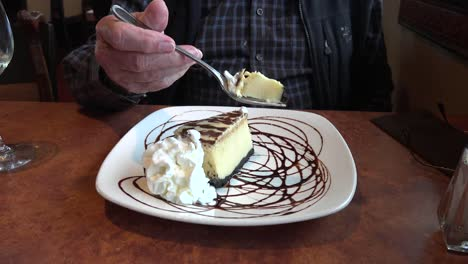 Cheesecake-And-Fork