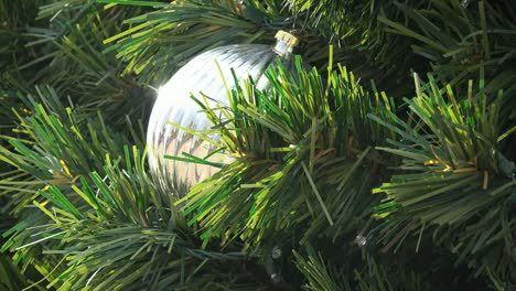 Christmas-Ball-In-Silver