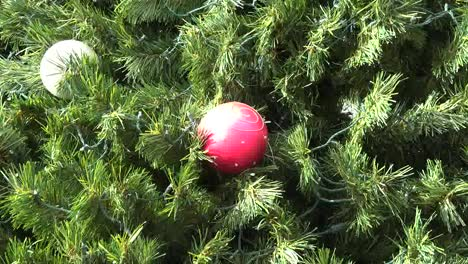 Christmas-Ball-Red-Zoom-In