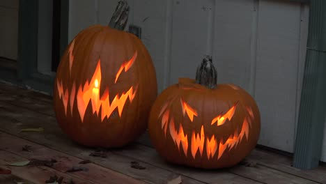 Halloween-Carved-Pumpkins-With-Candles