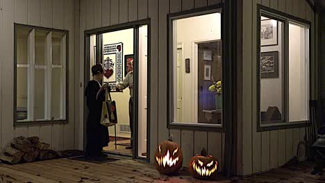 Halloween-Trick-Or-Treat-At-Door