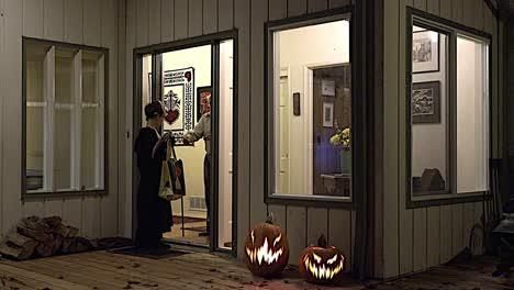 Halloween-Trick-Or-Treat-At-Door