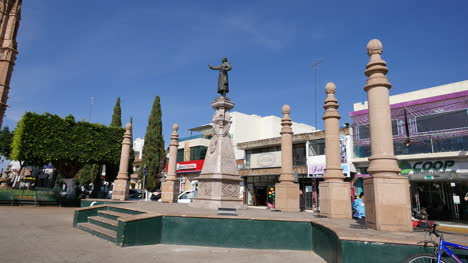 Mexico-Arandas-Hidalgo-Statue