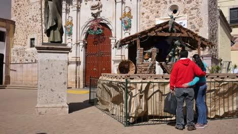 México-Arandas-Pareja-En-Escena-Del-Pesebre