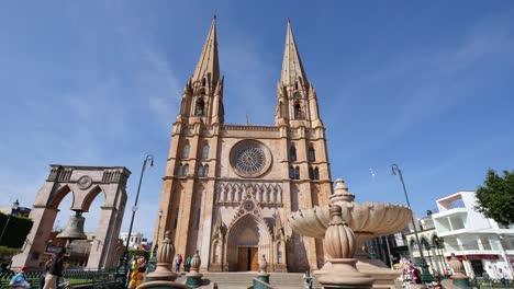 Mexico-Arandas-Fountain-With-St-Joseph-Church