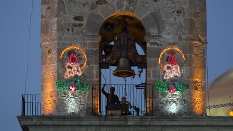 Mexico-Arandas-Man-Ringing-Bell-Ringing-With-Partial-Sound