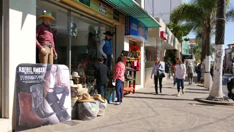 Mexico-Arandas-Sidewalk-With-People