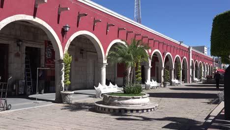 México-San-Julián-Arcos-Y-Hombre-Con-Cabello-Blanco