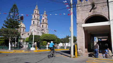 Mexico-Santa-Maria-Street-Corner-With-Traffic