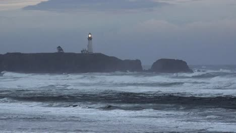 Oregon-Lighthouse-On-Coast-In-Grey-Evening-Zoom