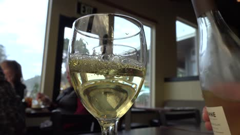 Oregon-Pouring-Wine