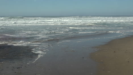 Oregon-Seascape-With-Waves-And-Tide