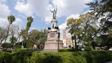 Mexico-Dolores-Hidalgo-Father-Hidalgo-Statue-With-Birds