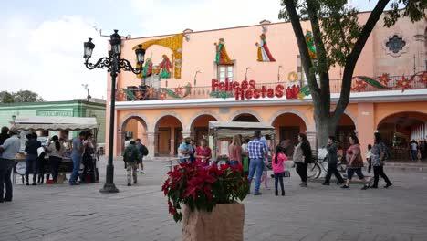 Mexico-Dolores-Hidalgo-Building-With-Christmas-Words