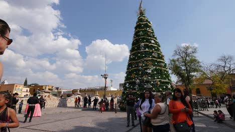 Mexico-Dolores-Hidalgo-People-And-Christmas-Tree