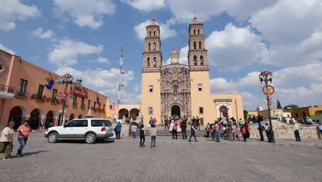 Mexico-Dolores-Hidalgo-People-Approach-Church