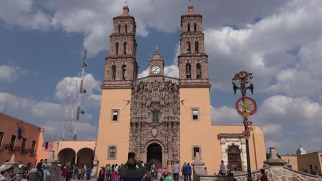 Mexico-Dolores-Hidalgo-Photographing-Church-With-Smart-Phone