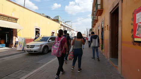 Mexico-Dolores-Hidalgo-Street-With-People-On-Sidewalk