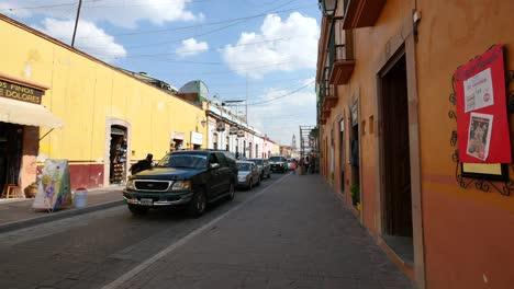 Mexico-Dolores-Hidalgo-Street-With-Yellow-Buildings