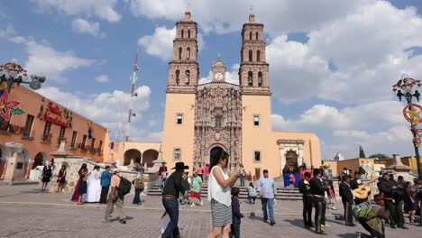 Mexico-Dolores-Hidalgo-Tourists-In-Town