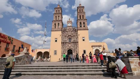 Mexico-Dolores-Hidalgo-Worshipers-Climb-Steps