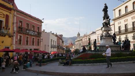 Mexico-Guanajuato-Gloreta-With-Statue-And-People