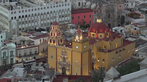 Mexico-Guanajuato-Yellow-Church-In-Evening