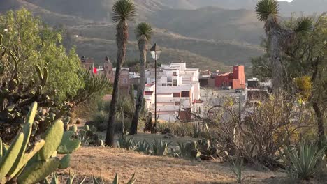 Mexico-Guanajuato-Zooms-On-Suburb
