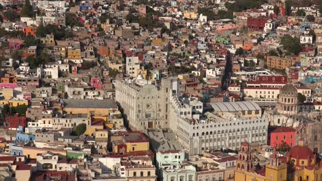 Mexico-Guanajuato-Zooms-On-University-Building