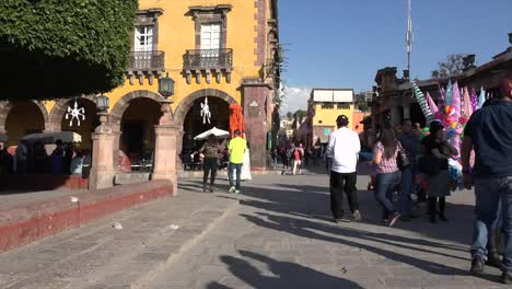 Mexico-San-Miguel-Couple-In-Plaza