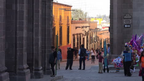 Mexico-San-Miguel-Late-Evening-Light-With-People