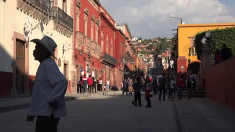 Mexico-San-Miguel-Street-In-Golden-Light-Zoom-Out