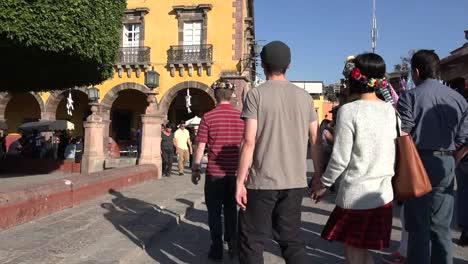 México-San-Miguel-Turistas-En-Plaza