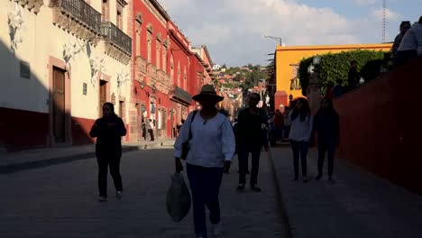 Mexico-San-Miguel-Zooms-From-People-On-Street