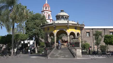 Mexico-Tlaquepaque-Bandstand-Plaza-Jardin-Hidalgo-Zooms-In
