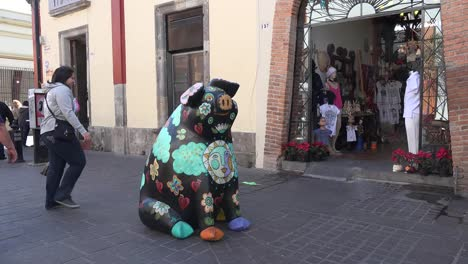 Mexico-Tlaquepaque-People-Walk-By-Colored-Pig-Statue